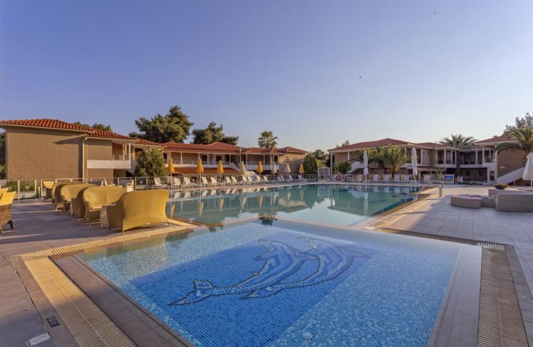 Hotel Lagomandra Beach - Bazen