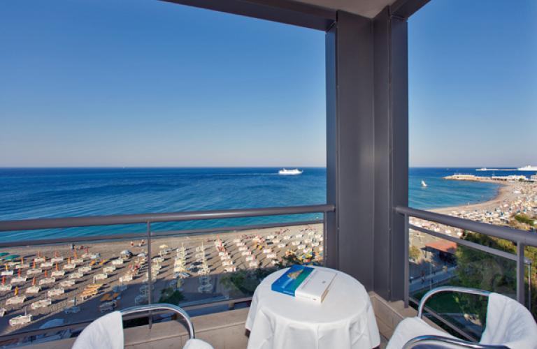Mediterranean-soba sa pogledom na more