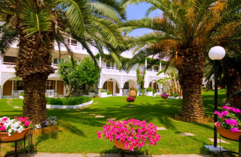 hotel Porfi Beach - bašta